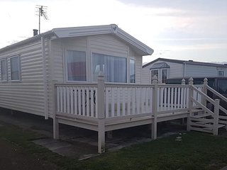 COASTFIELDS - 6 BERTH LUXURY DISABLED VAN WITH LARGE VERANDA AND RAMP