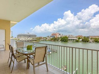 Waterfront, Big Balcony, Upscale Kitchen, Free Wi-Fi & Cable, W/D, Pool, Garage