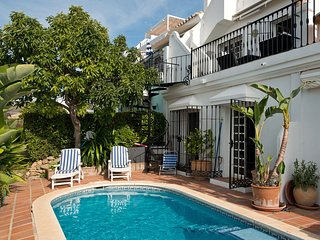 AP149-Townhouse with private pool and roof terrace