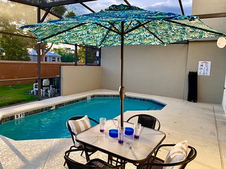 Four Bedroom Home Close to Disney  w/ Pool 1200
