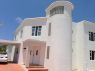 Walk to Beach-Palm Beach across from High Rise spacious Luxury Villa