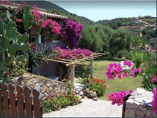 CHIA – Casa in villa con stupenda vista mare.