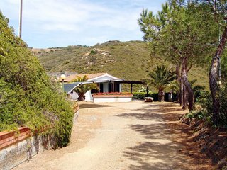3 bedroom Villa with Walk to Beach & Shops - 5655683