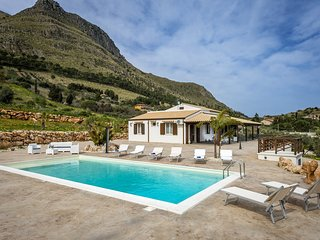Case Fiordilino Villa Sleeps 6 with Pool Air Con and WiFi - 5639302