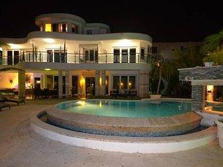 Luxury villa in sosua center - 7 beds/7 baths
