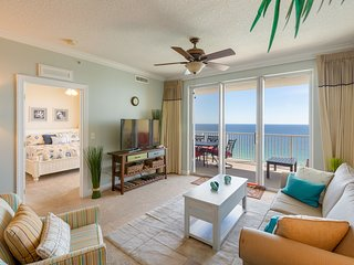 Tropic Winds, Luxury Beach Front Condo, 2017 Circle of Excellence Winner, Wifi!