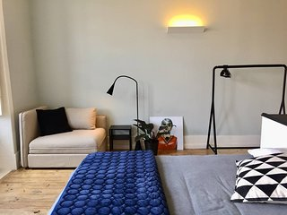 Baixa24 -P2R- Bright Apt in Vibrant Downtown