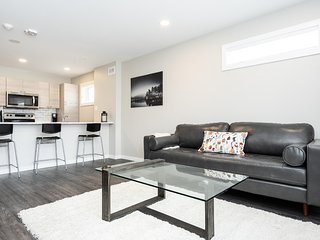 SALE! SEE LISTING |Modern| 3Bdr| Priv. Entrance + Parking
