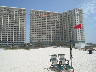 Luxurious beach front 4 BR condo * use our beach chairs/towels * pools/jacuzzis