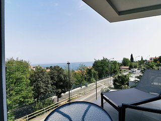 Villa Ziza With Six Brand New Luxury Apartments, Rooftop Swimming Pool, Garage
