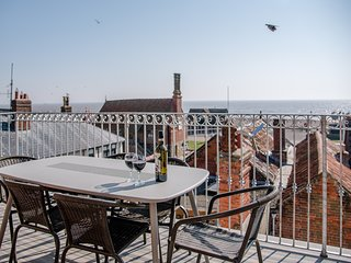 Aldeburgh Lookout Holiday Let 3 Bedroom + Sleeps 6 comfortably Top Reviews 2019