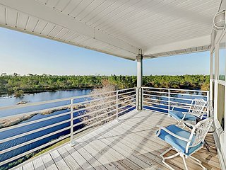 Corner Unit on Lake: Pool, Gazebo Pier - By TurnKey
