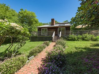 FERRN - Summer in Chilmark,  Private Location, Large Deck w Outdoor Dining Area,