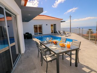 NEW - Special 2019 prices - Beautiful Modern Villa in Calheta – CalhetaScape