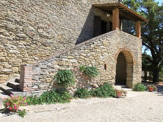 Charming renovated apt 3bd/2bt in Tuscan countryside w shared pool