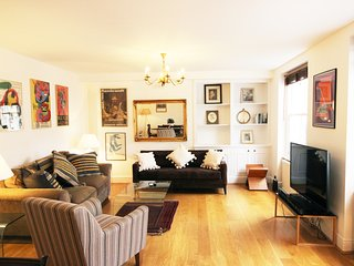 Beautiful two bedroom apt - High Street Kensington