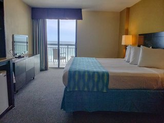 Oceanfront King Suite with Private Balcony~Sun N Sand 506