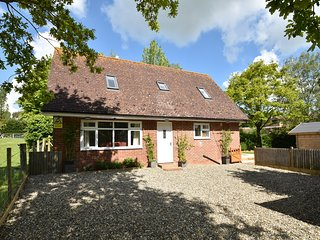 Lyndhurst Cottage is a family friendly holiday home in the village of Peasmarsh