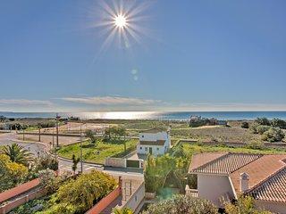 Vista Baia 2B, Meia Praia beach, Roof Terrace with Amazing Sea Views