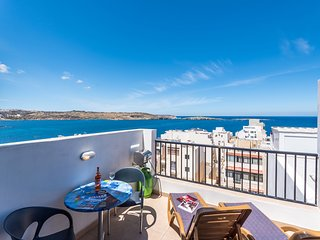 SeaShells Penthouse Studio 14 - with Terrace and Sea Views in Bugibba