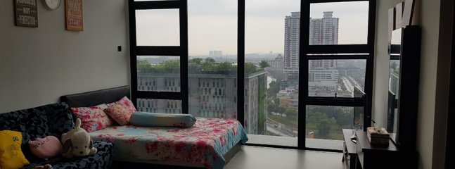 Living Hall with beautiful city view and skypark