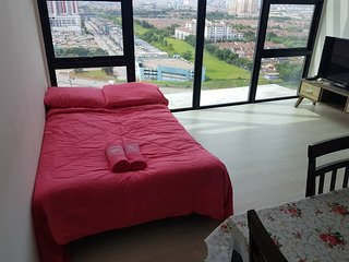 Holiday Home One City Subang Jaya (City View)