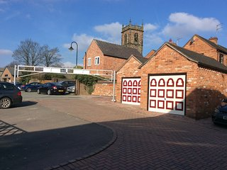 Town House within sight of the St Alkmunds Church. Private parking good value