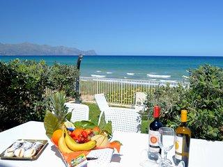 AL004 Villa by the sea