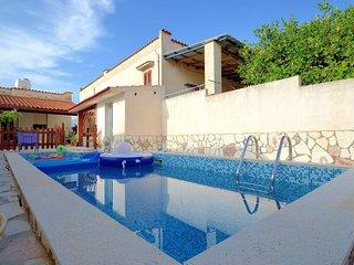 Villetta con piscina 8 pax clima parcheggio bbq