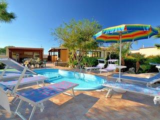 SV032 . Villa Minoa with private pool