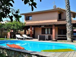 AL028 Villa with private pool + bbq
