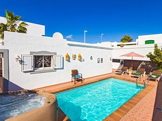 2 bedroom Villa with Pool, Air Con and WiFi - 5785885