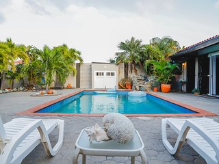 Esmeralda Escape 4 bed 4 bath Pool Villa Aruba