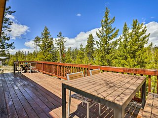 Grand Lake Cabin w/ Fire Pit, Near 2 Marinas!