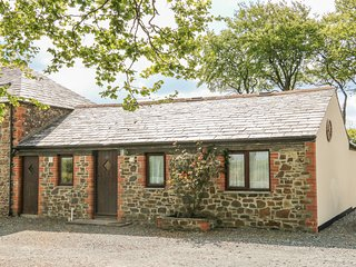 THE COTTAGE, single-storey, private patio, parking, shared swimming pool, in