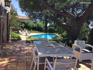 Rez de piscine dans villa-Domaine Prive