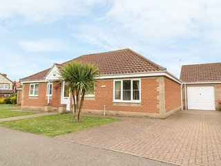 JOLEN, all ground floor, off road parking, garden, in Hemsby, Ref 21728