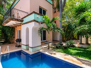 5 Bedroom Vacation House in Cancun. Private Pool.