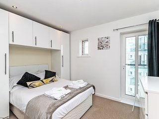 Residential Estates - One bed Apartment Saddlery sleeps 4