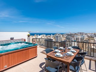 GetawaysMalta - Seashells Superior with 2 terraces, sea view and Hot Tub Jacuzzi