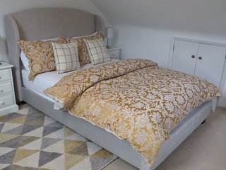 Wood Lodge, Great Braxted - incl Breakfast, Self-Catering & Hot Tub