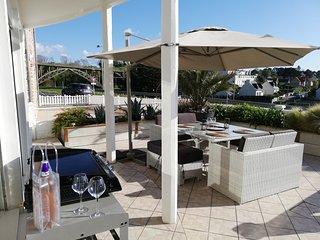 Appartement terrasse esprit loft de 60m2 superbe vue sur mer a 100 m de la plage