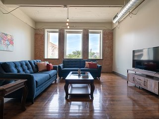 Beautiful Comfy Historic Loft | Downtown Dallas
