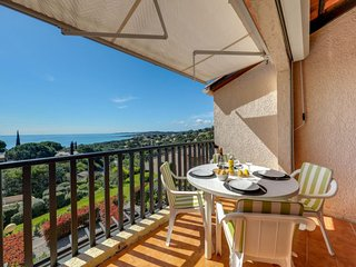 1 bedroom Apartment with Pool, WiFi and Walk to Beach & Shops - 5792754