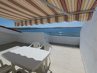 Kustici Apartment Sleeps 5 with Air Con and WiFi - 5793102