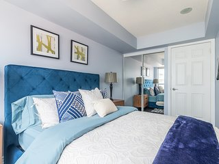 Simply Comfort. Stylish Breeze Condo in Downtown