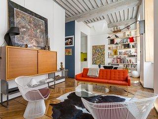 Polycarpe - meuble proche Terreaux - plafond a la francaise, art et design