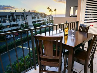 STEPS to BEACH! Spacious, clean, top floor, 2bd 2bth condo