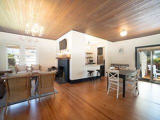 Enjoy 'Salt House' a Newly Renovated 2 Bed Home Close to Sand in Seaside, OR!