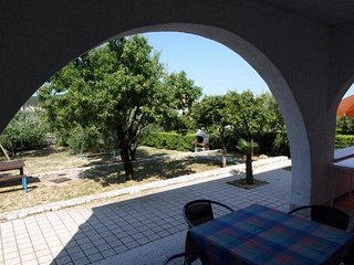 Barbat Apartment Sleeps 6 with Air Con - 5793314